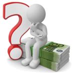 Männchen auf Geldbündel sitzend neben Fragezeichen