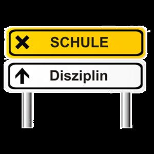 Straßenschild mit Aufschriften Schule und Disziplin